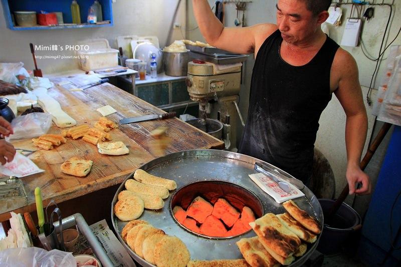 【台南美食】趙家燒餅專賣店:燒餅、油條加豆漿,來份傳統眷村早餐。再看老闆表演鐵沙掌,水裡來火裡去!!