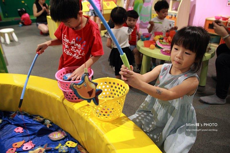 【台南旅遊】騎士堡.愛麗絲的家:高品質的親子室內遊戲場,小人兒放電好去處~ (東區德安百貨9F)